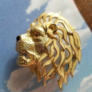 Vintage Lion head brooch by Sphinx gold tone